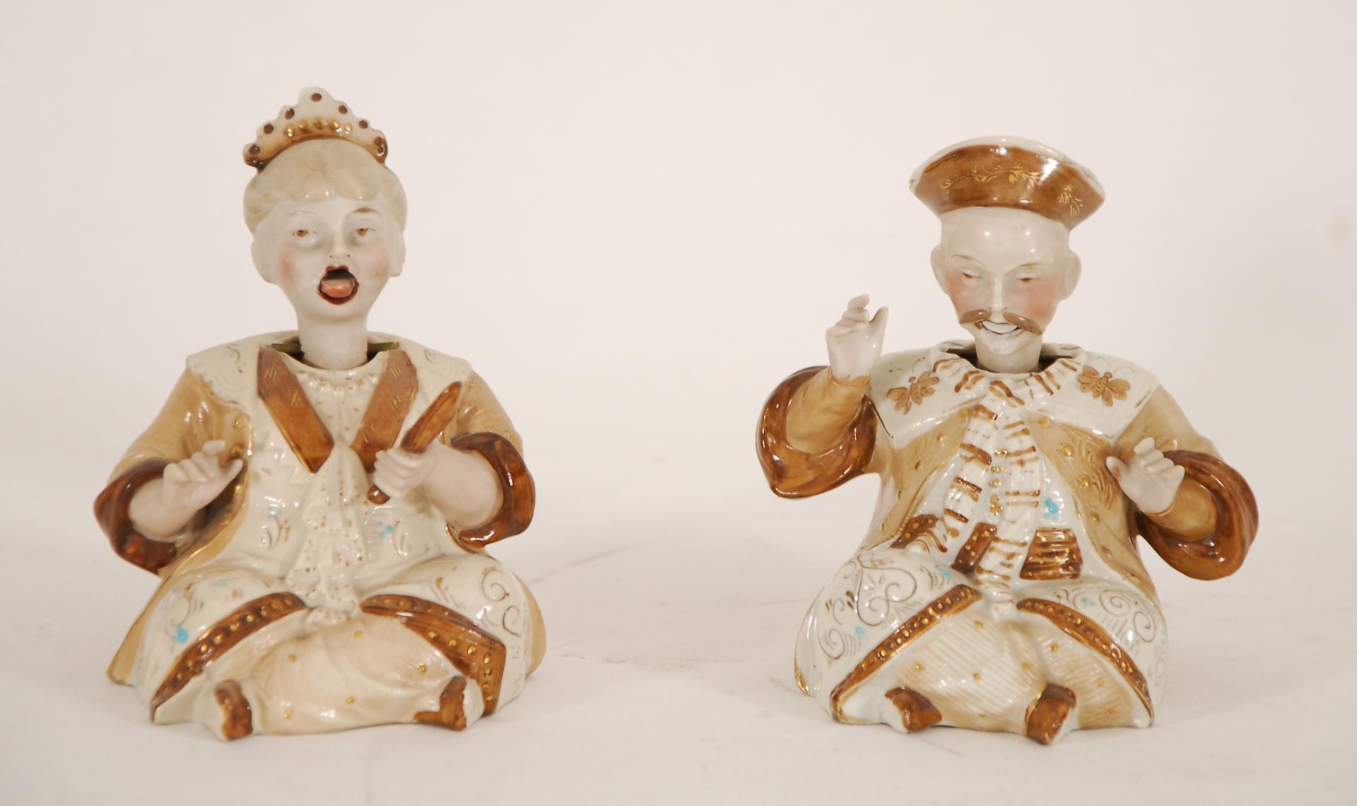 Deux magots chinois assis