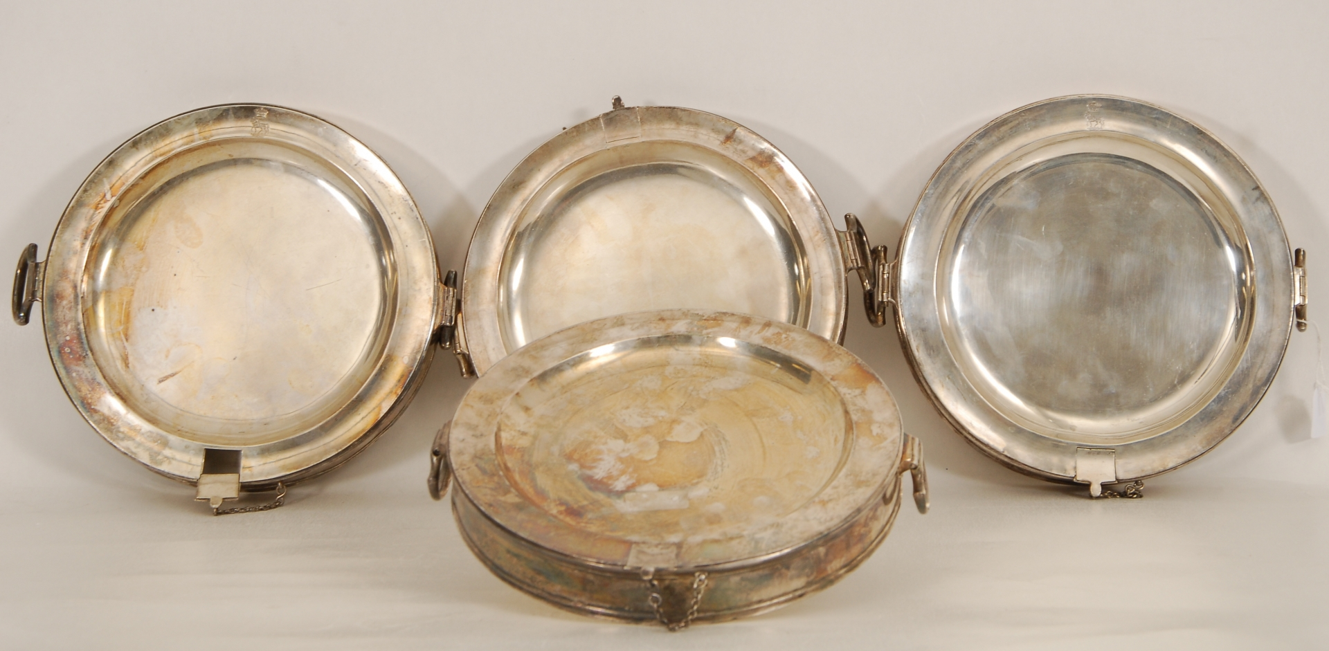 Série de quatre chauffe-plats